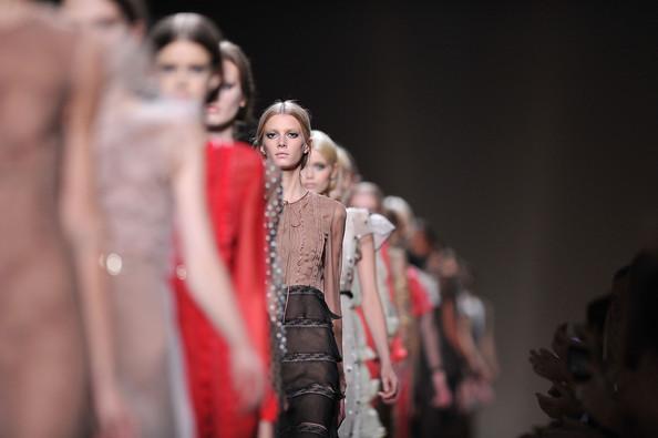Valentino+Runway+Paris+Fashion+Week+Spring+OI3izApM5y5l