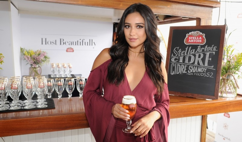 NEW YORK, NY - SEPTEMBER 21:  Actress Shay Mitchell enjoyed a Stella Artois aboard a sailboat at the Bon Voyage to Summer event in New York City on September 21, 2015. For more tips and tricks for how to host beautifully, follow @StellaArtois.  (Photo by Craig Barritt/Getty Images for Stella Artois)