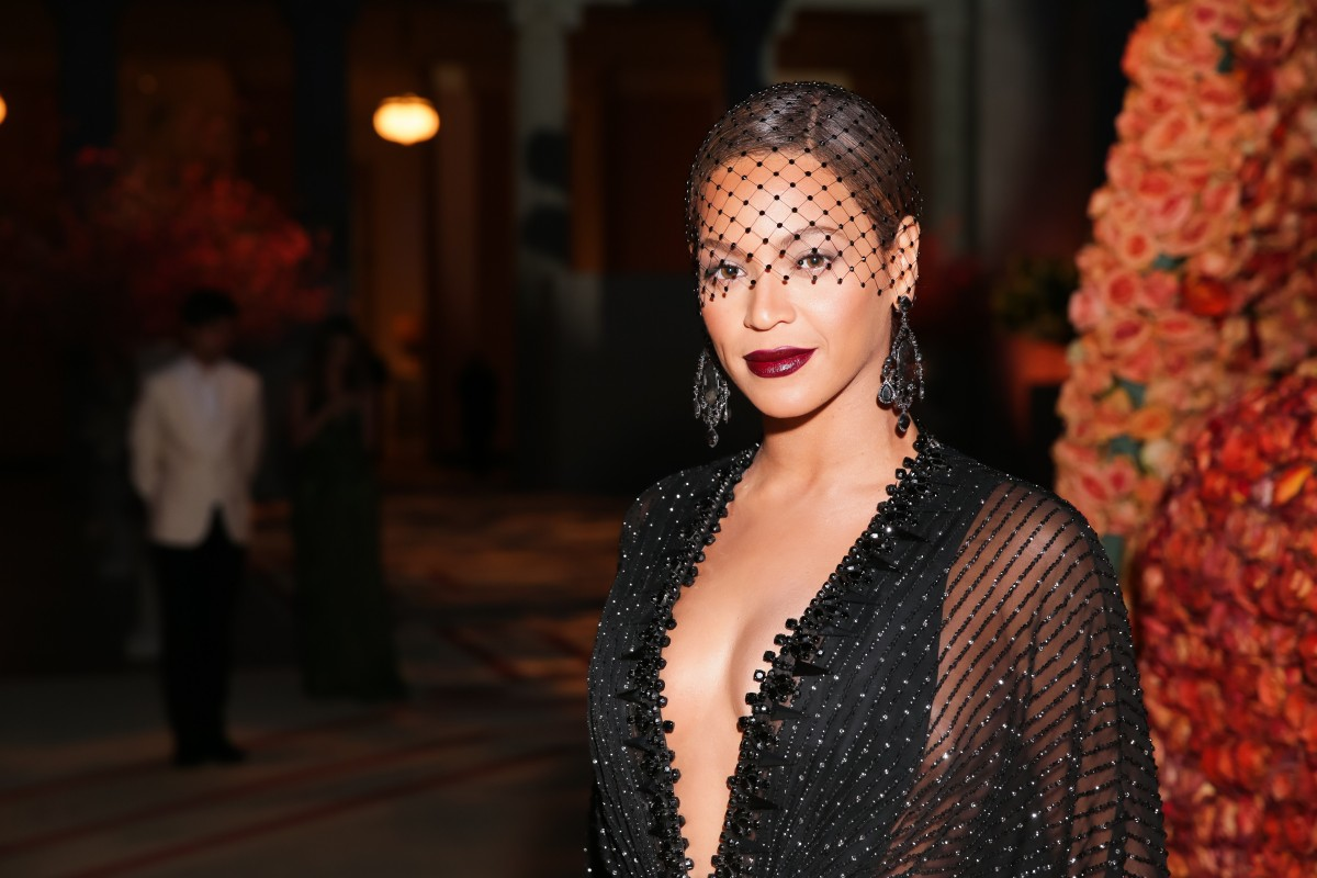 The Metropolitan Museum of Art's COSTUME INSTITUTE Benefit Celebrating the Opening of Charles James: Beyond Fashion and the Anna Wintour Costume Center - Inside Arrivals