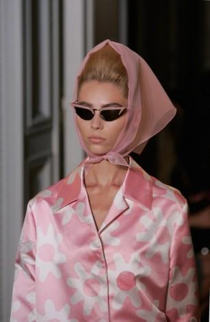 Rochas+Runway+Paris+Fashion+Week+Spring+Summer+oC7y1xPAZ_Cl