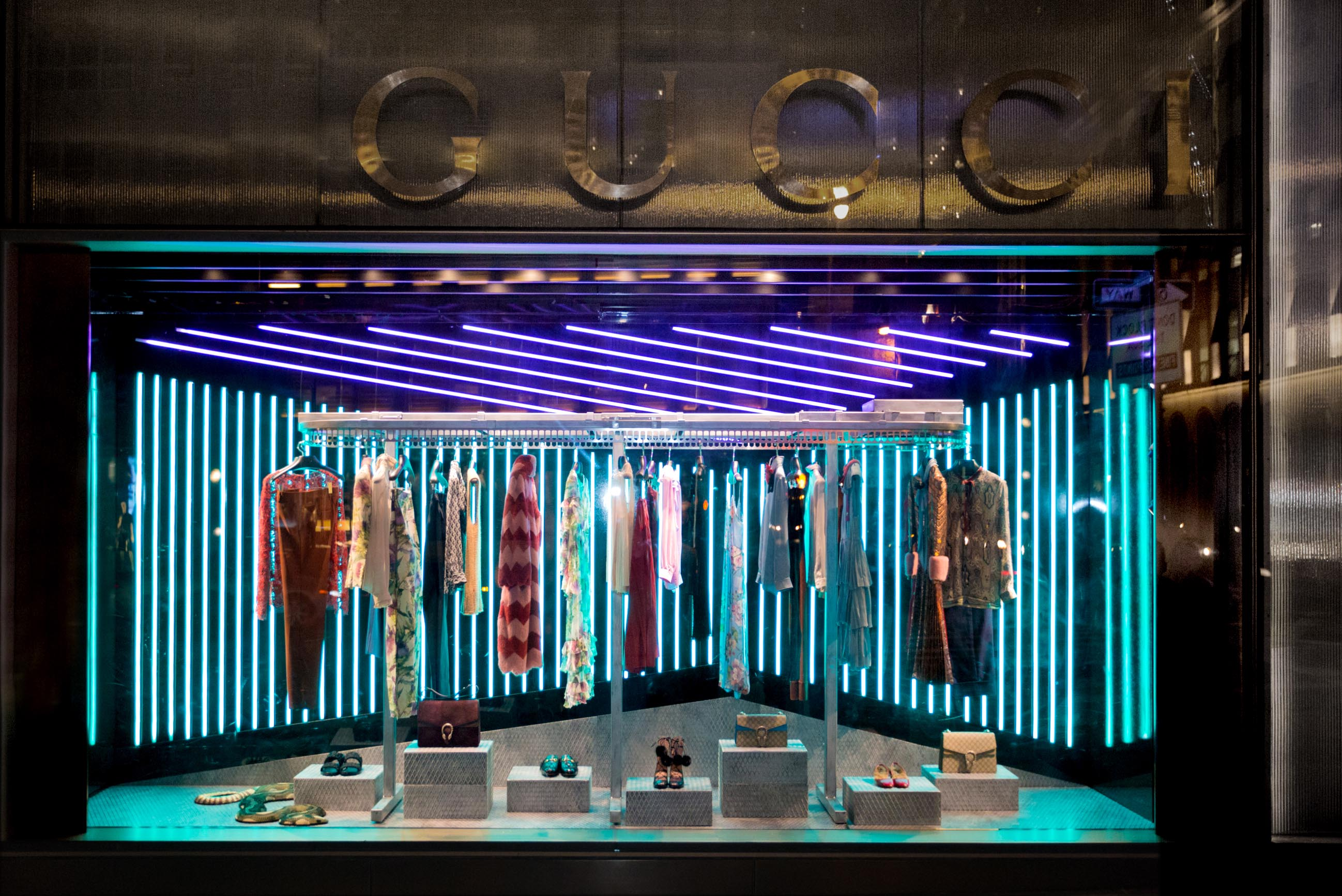 Gucci unveils window design for alessandro michele 39 s first for Show window designs