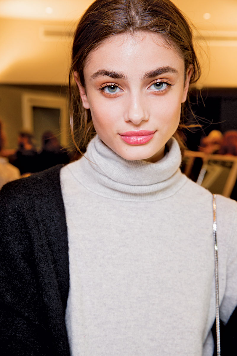 Watch Taylor Hill (model) video