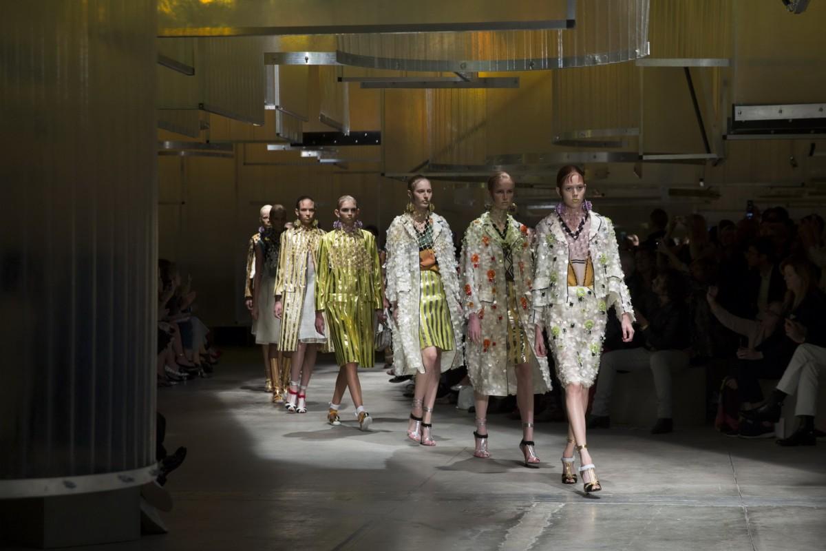 Prada Women's SS16 Fashion show parade (1)