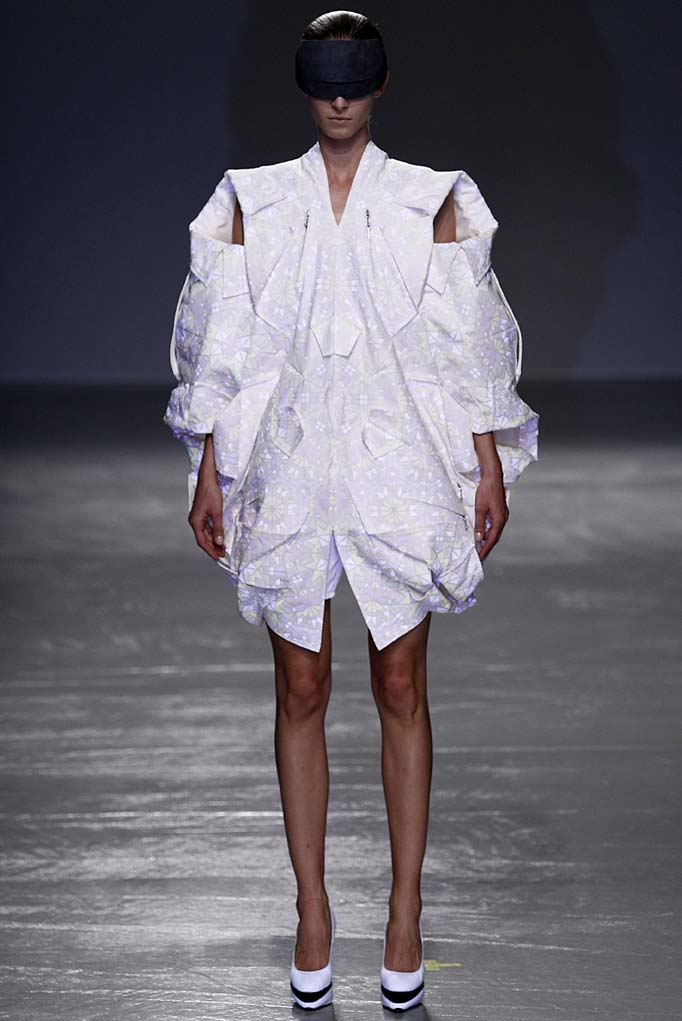 Anrealage Paris RTW Spring Summer 2016 September-October 2015