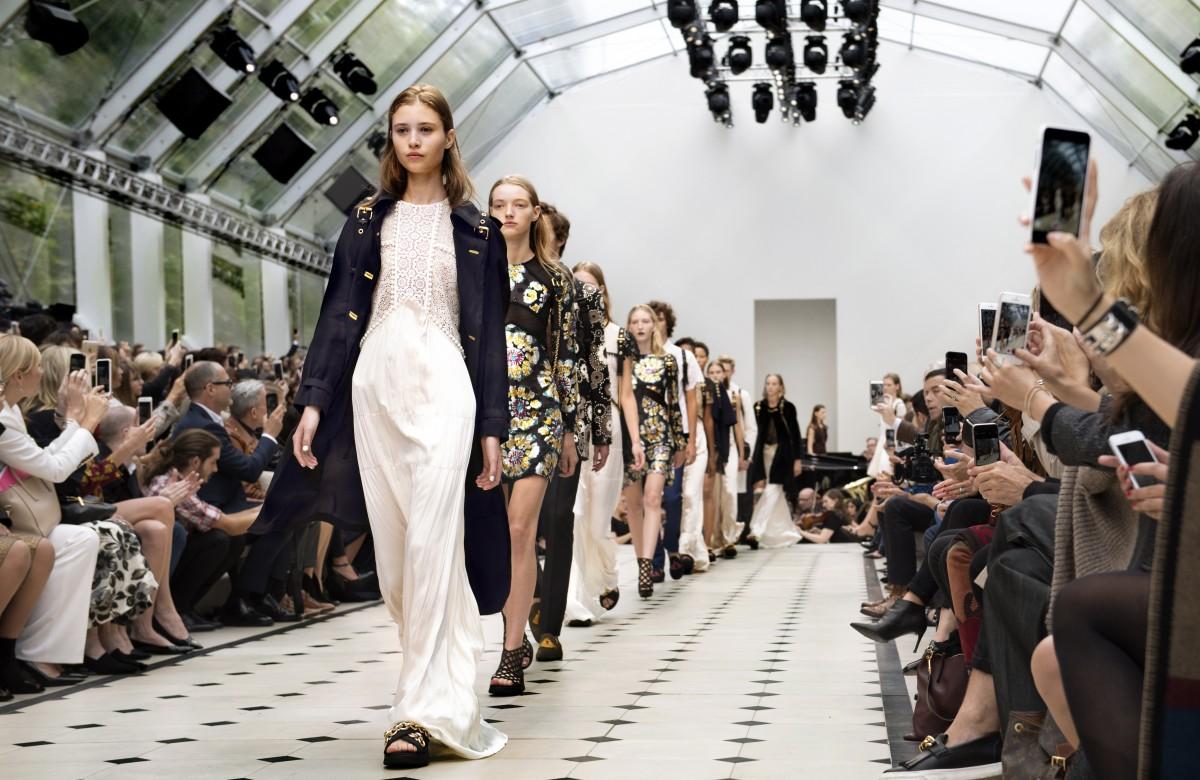 Burberry Womenswear S_S16 Show Finale