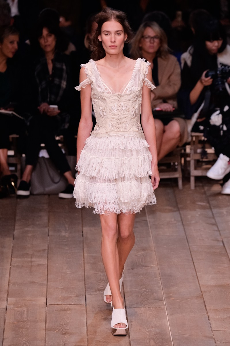Alexander McQueen : Runway – Paris Fashion Week Womenswear Spring/Summer 2016