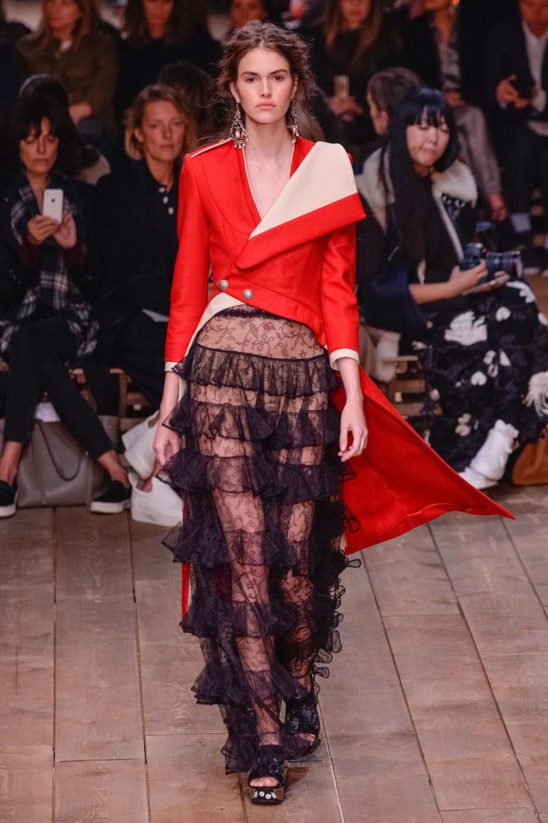 Alexander McQueen : Runway – Paris Fashion Week Womenswear Spring/Summer 2016