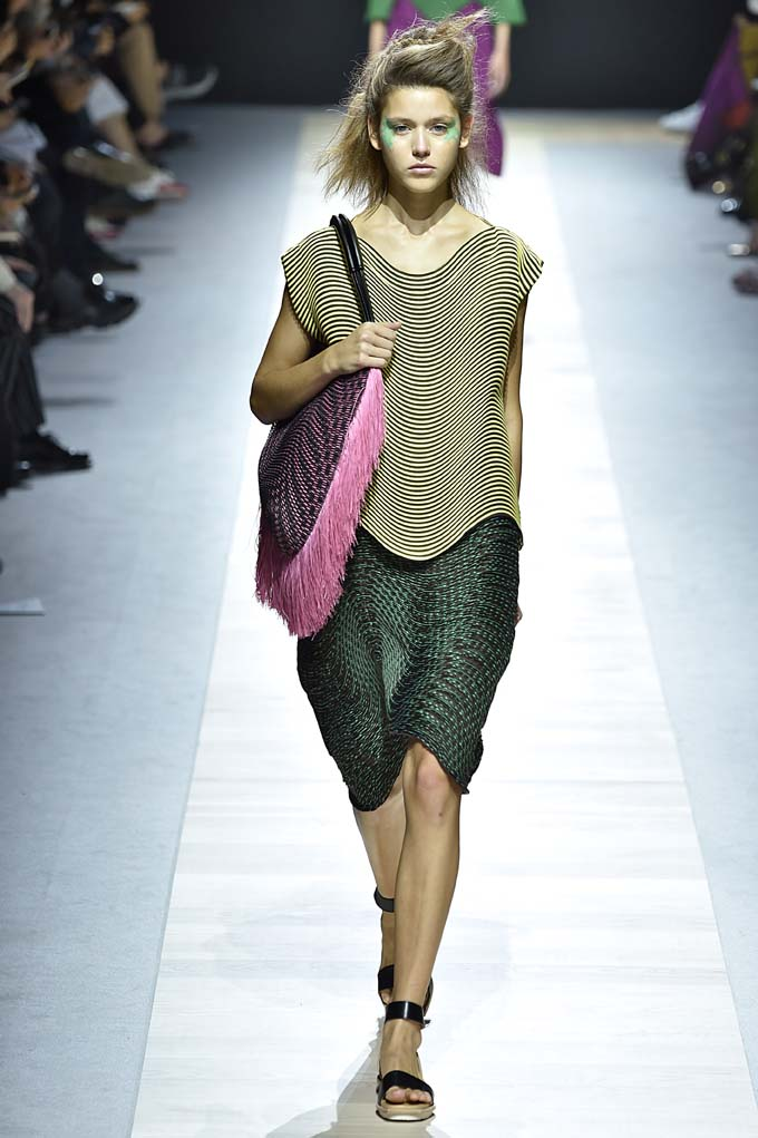 Issey Miyake Paris RTW Spring Summer 2016 September-October 2015