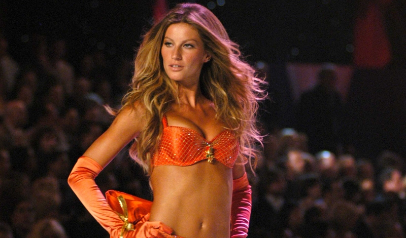 Gisele Bundchen== 10th VICTORIA'S SECRET FASHION SHOW - Runway== Lexington Avenue Armory, NYC== November 9, 2005== ©Patrick McMullan== Photo-Billy Farrell/PMc== ==