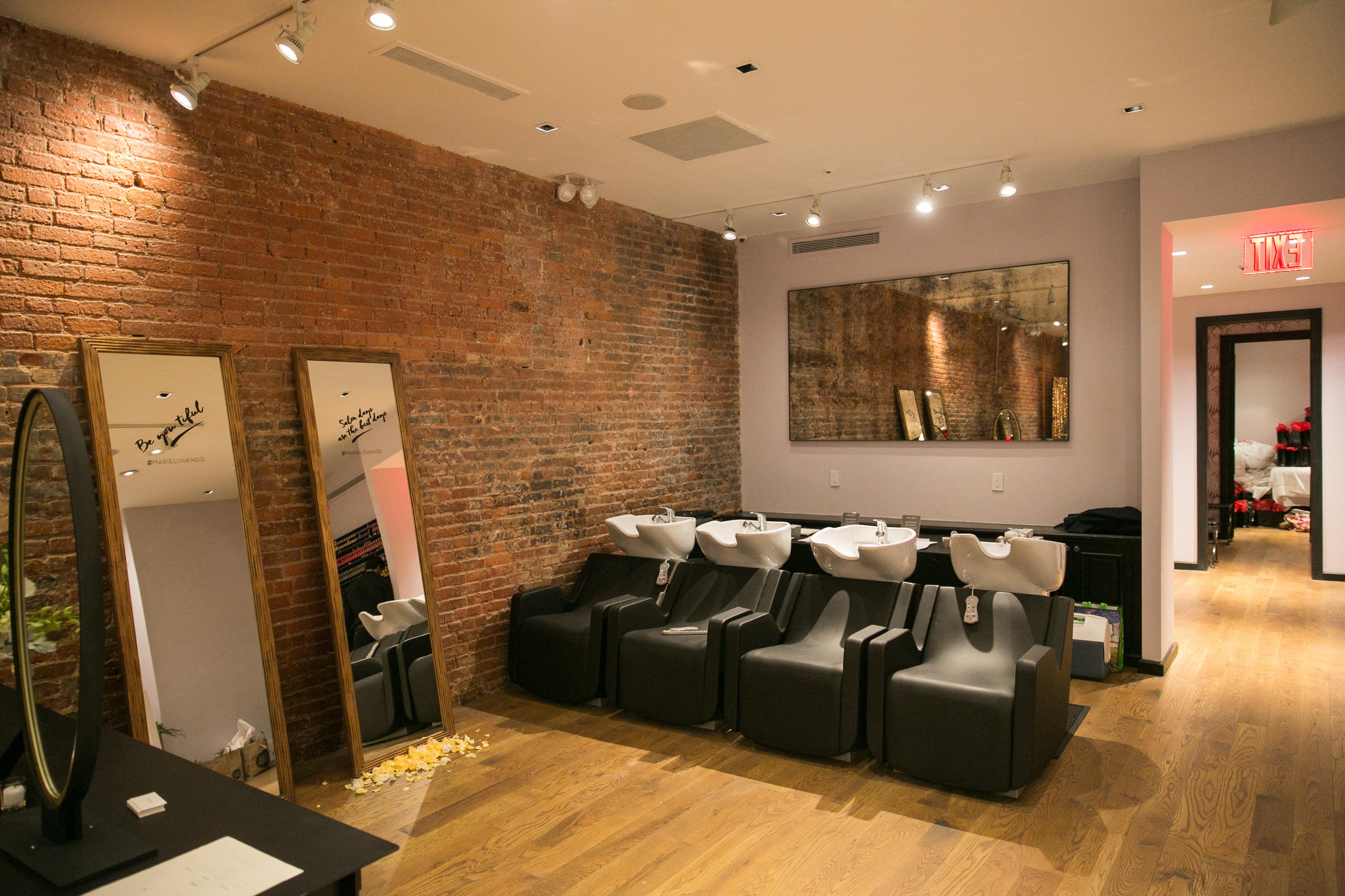 spot salon elegant exemple salon amazing exemple de salon salle a manger spots led superbe spot. Black Bedroom Furniture Sets. Home Design Ideas