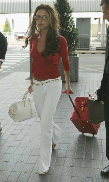 LONDON - JULY 24: Victoria Beckham arrives at Heathrow Airport July 24, 2003 in London on her way to New York. (Photo by Gareth Cattermole/Getty Images)
