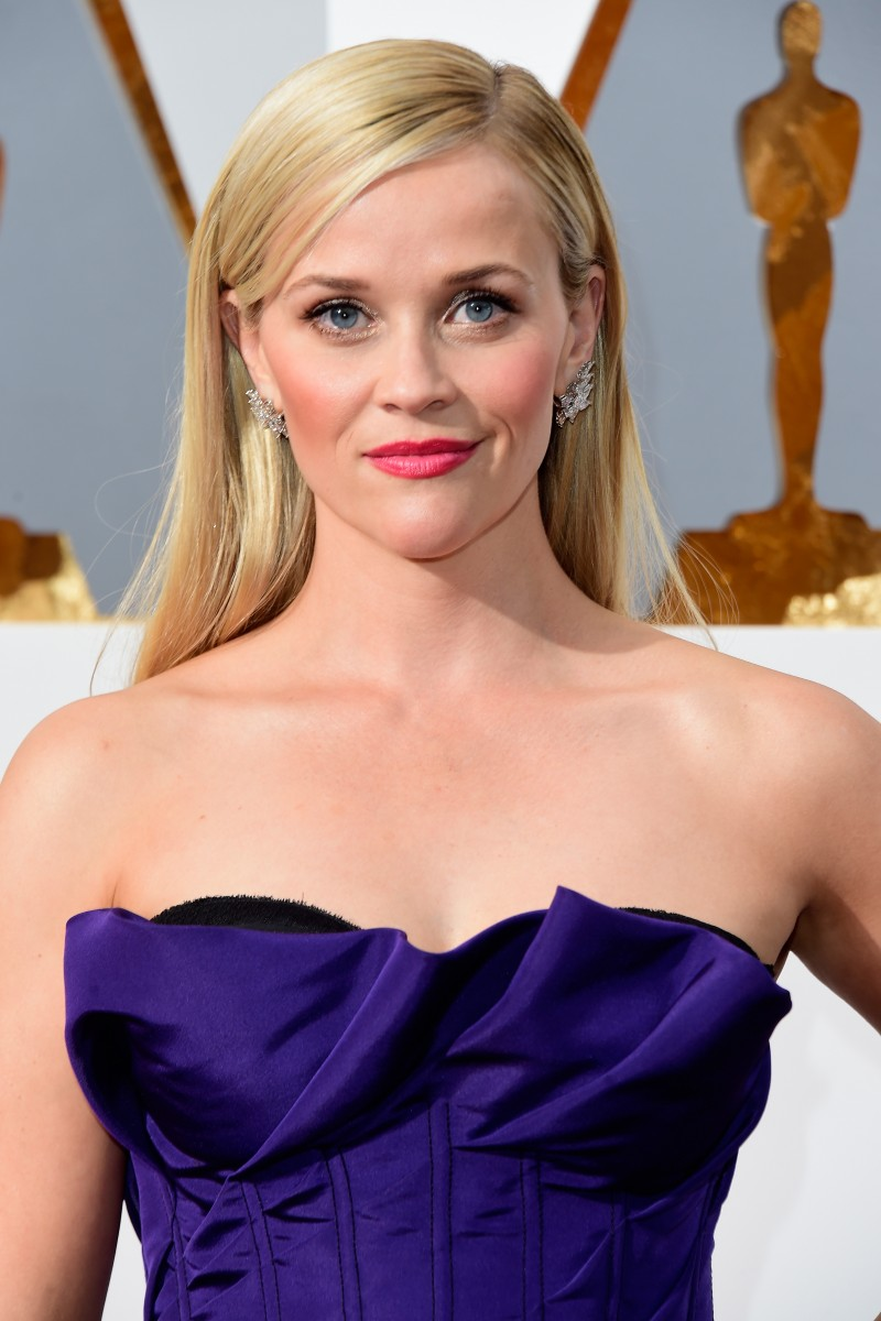 HOLLYWOOD, CA - FEBRUARY 28: Actress Reese Witherspoon attends the 88th Annual Academy Awards at Hollywood & Highland Center on February 28, 2016 in Hollywood, California. (Photo by Frazer Harrison/Getty Images)