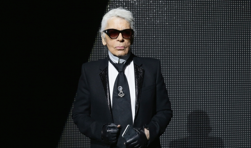PARIS, FRANCE - JANUARY 23:  Karl Lagerfeld attends the Dior Menswear Fall/Winter 2016/2017 fashion show at Tennis Club de Paris on January 23, 2016 in Paris, France.  (Photo by Vittorio Zunino Celotto/Getty Images)