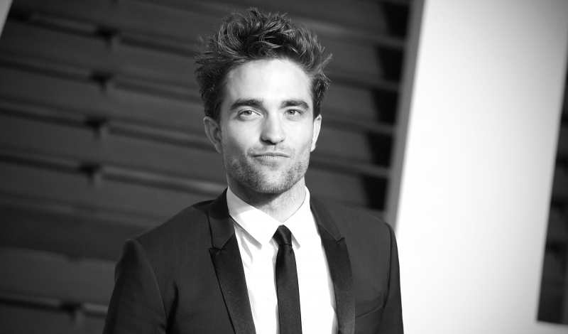 BEVERLY HILLS, CA - FEBRUARY 22:  ( Editors Note: Image processed using digital filters )  Actor Robert Pattinson attends the 2015 Vanity Fair Oscar Party at Wallis Annenberg Center for the Performing Arts on February 22, 2015 in Beverly Hills, California.  (Photo by Jason Kempin/Getty Images)