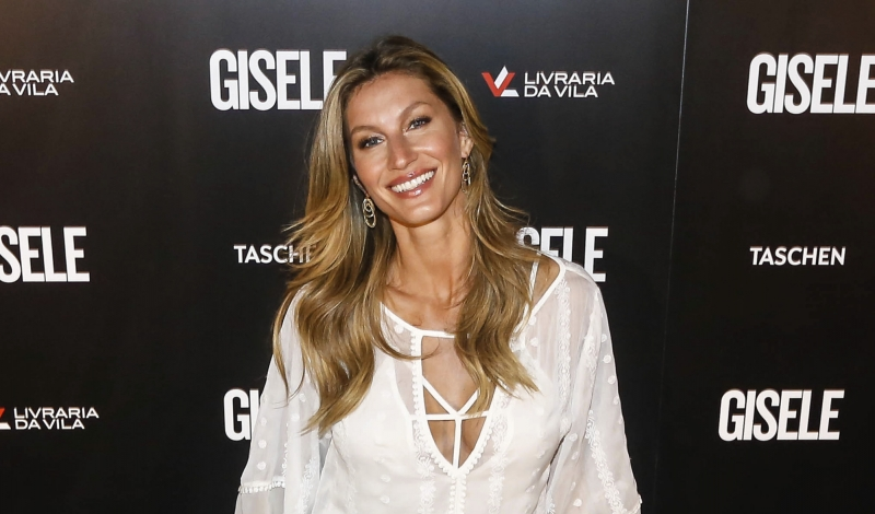 SAO PAULO, BRAZIL - NOVEMBER 06: Brazilian model Gisele Bundchen poses for pictures during her book signing on November 06, 2015 in Sao Paulo, Brazil. (Photo by Vanessa Carvalho/Brazil Photo Press/LatinContent/Getty Images)