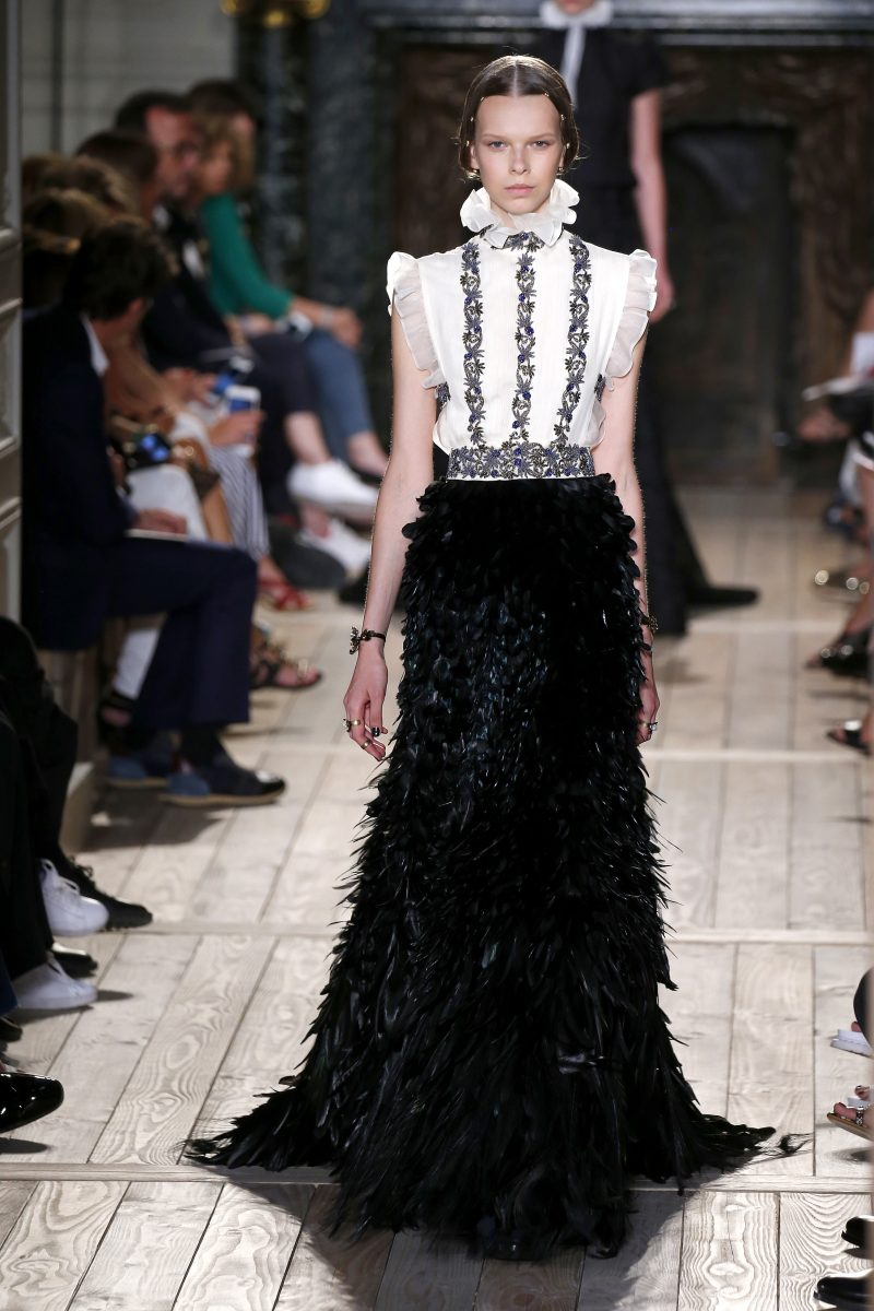 Valentino : Runway – Paris Fashion Week – Haute Couture Fall/Winter 2016-2017