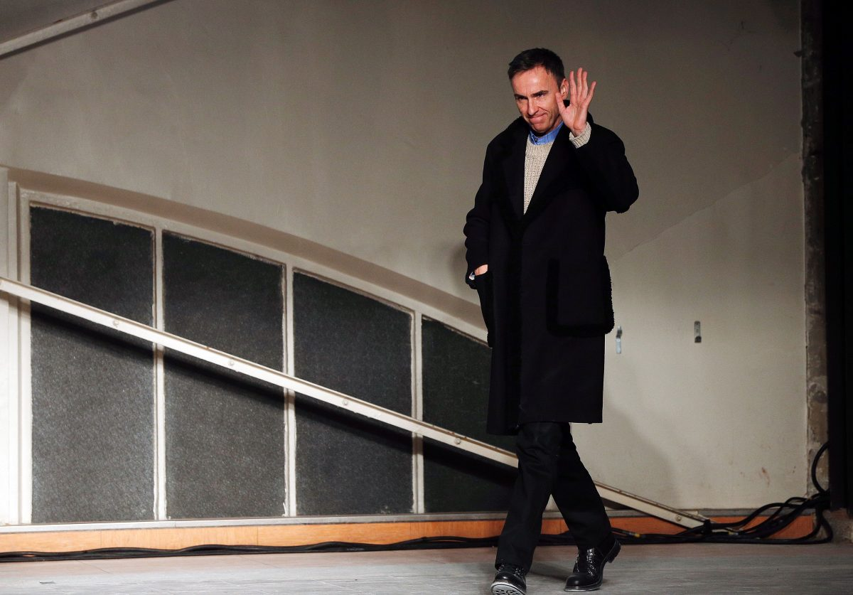 Belgian designer Raf Simons acknowledges the crowd at the end of his fashion show during the men's Fashion Week for the 2016-2017 Fall/Winter collection in Paris on January 20, 2016. / AFP / FRANCOIS GUILLOT        (Photo credit should read FRANCOIS GUILLOT/AFP/Getty Images)