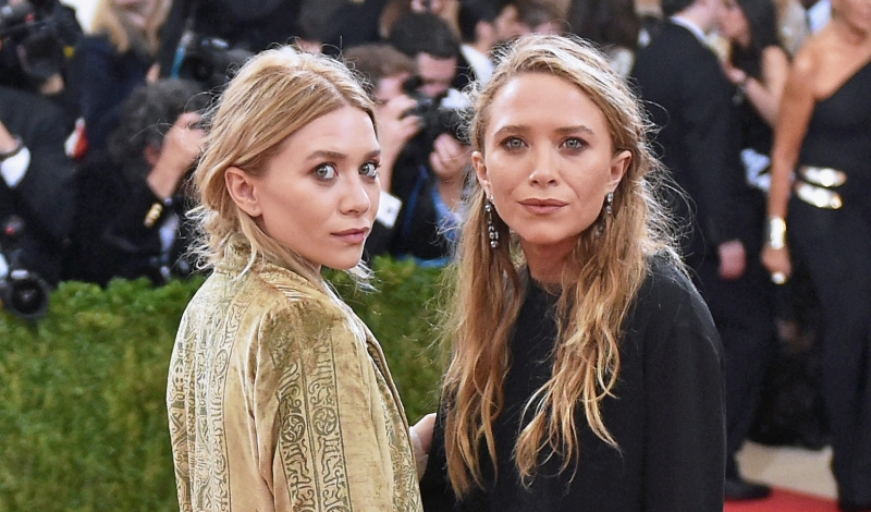 "NEW YORK, NY - MAY 02:  Mary-Kate Olsen (L) and Ashley Olsen attend the ""Manus x Machina: Fashion In An Age Of Technology"" Costume Institute Gala at Metropolitan Museum of Art on May 2, 2016 in New York City.  (Photo by Mike Coppola/Getty Images for People.com)"