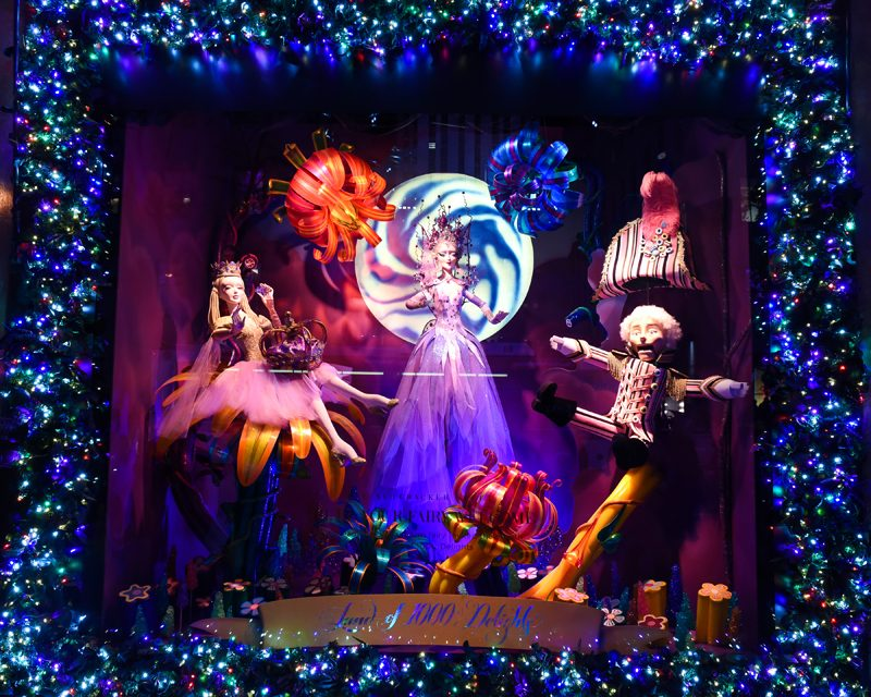 Saks Fifth Avenue Light Show 2020 Schedule Saks Fifth Avenue Unveils Holiday Windows with a Light Show