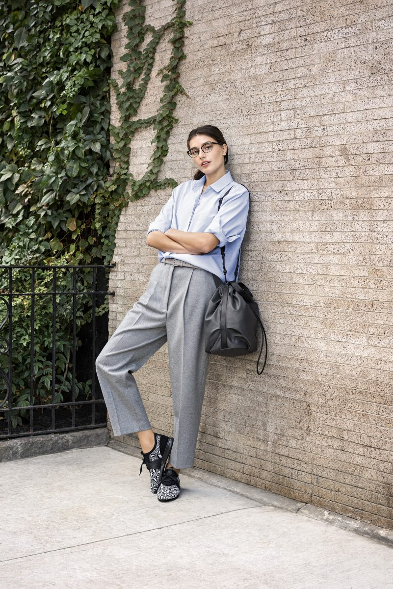 Cole Haan_StudiøGrand Campaign_Knit Trainer in Black and White, Stage Door Bag in Pavement