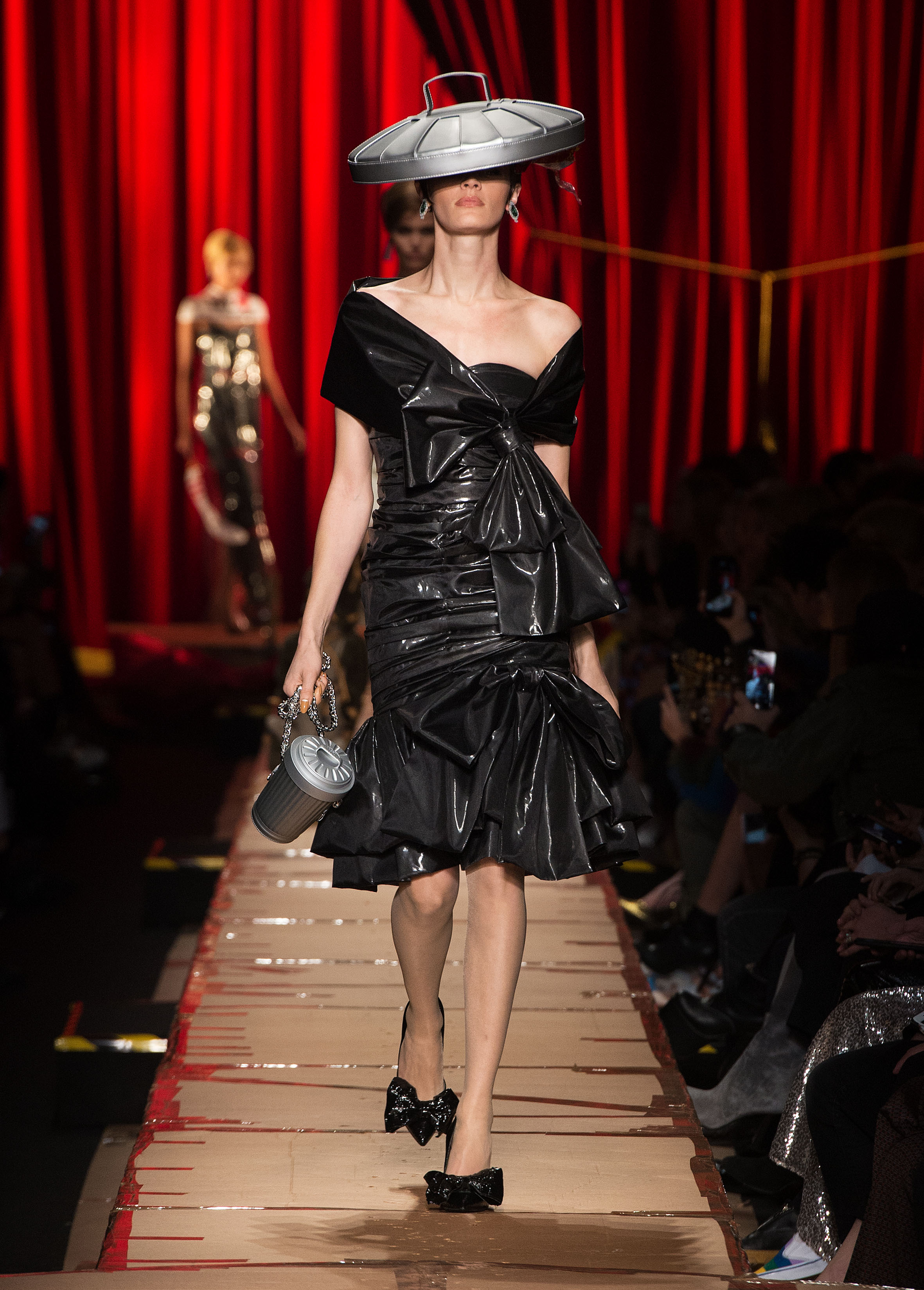 Moschino Fall Winter 2014 15 Women S Collection: Jeremy Scott's Material Girls For Moschino Fall/Winter