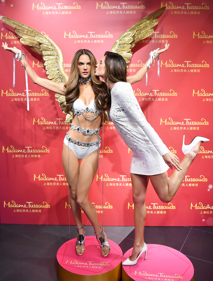 Alessandra Ambrosio Gets A Wax Doppelg 228 Nger At Madame