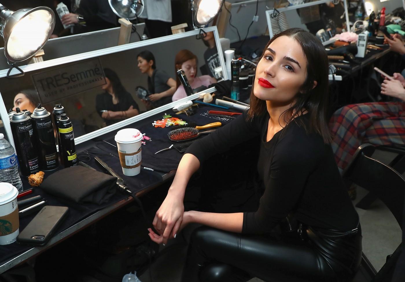Santana cara joey maalouf partner glam app, Necklaces collar