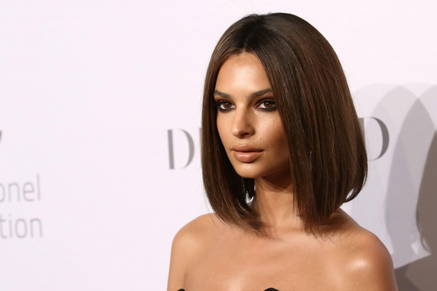 6f64107f350 Emily Ratajkowski's Husband Won Her Over With A Paperclip Ring