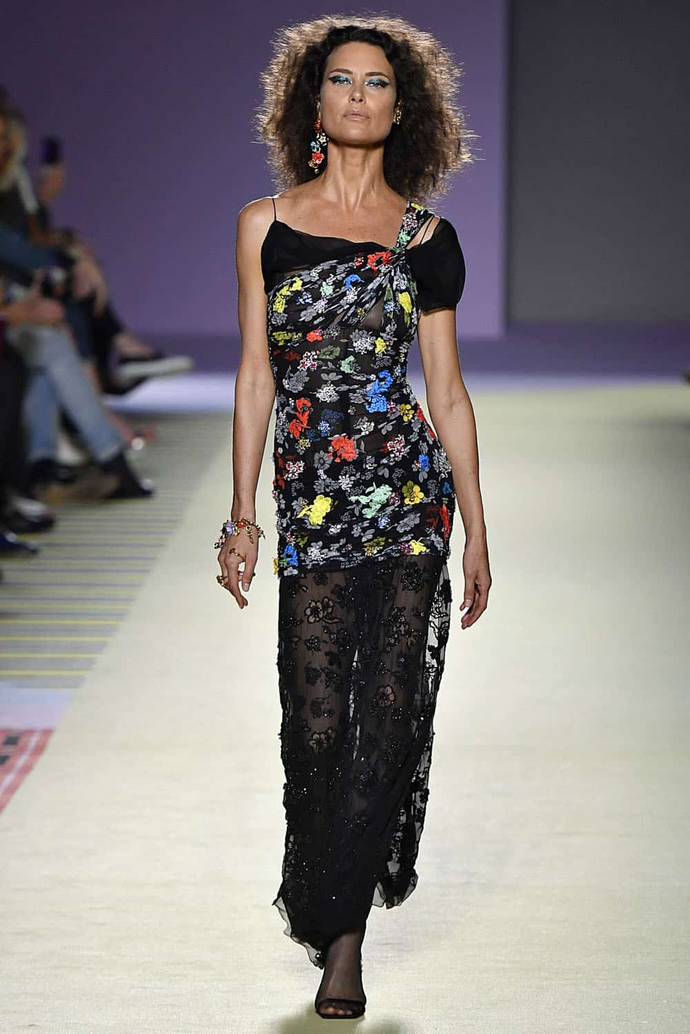 Shalom Harlow 90s Icon Just Closed The Versace Show